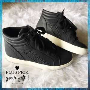 Black and white leather sneaker every day shoes